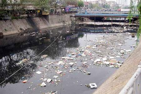 汚染されたハイフォン市の河川