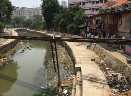 ジャカルタ市内河川の汚濁状況